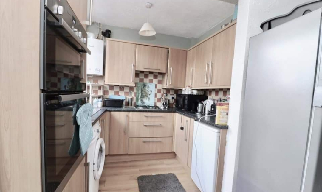 3 Bedroom House Icknield Road Luton Lu3 Majestic Move